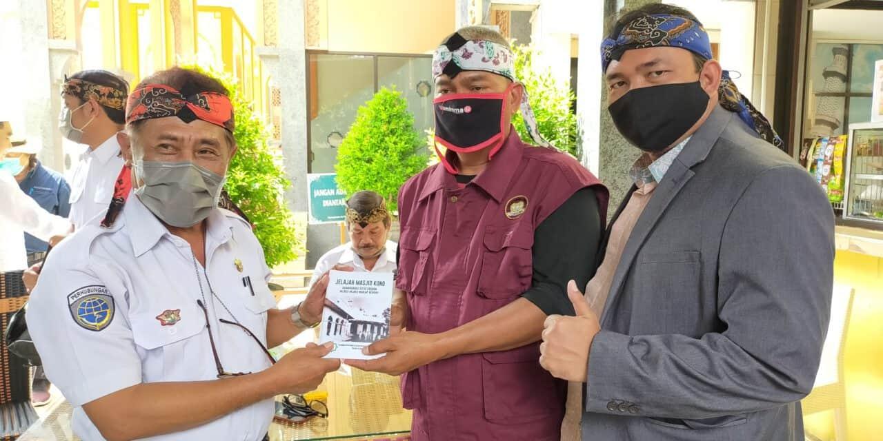 Wisata Religi Cirebon Semakin Menggeliat, At-taqwa Ajak Wisatawan Bandung Kunjungi Masjid Kuno Cirebon