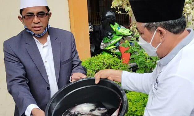 Kembangkan Usaha Perikanan, Koperasi At-taqwa Tebar Induk Ikan Saat RAT 2021