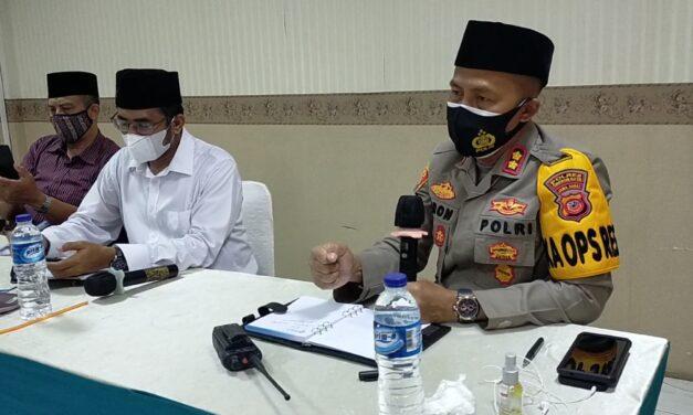 """""""Jangan sampai pulang vaksin, orang-orang jadi sakit"""". Kapolres Cirebon Kota Antisipasi Kegiatan Vaksinasi di At-taqwa"""